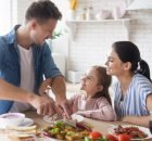 How to make a healthy balanced diet for your children